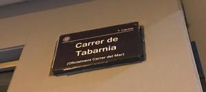 La popular calle del Mar de Badalona ha amanecido hoy como carrer de Tabarnia
