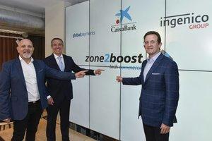 Presentación de Zone2boost. De izquierda a derecha, Mark Antipof (responsable de márketing de Ingenico), Juan Antonio Alcaraz (director general de CaixaBank) y Jeff Sloan (consejero delegado de Global Payments).