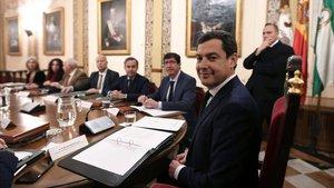 El presidente de la Junta de Andalucía, Juan Manuel Moreno, en una junta de Gobierno.