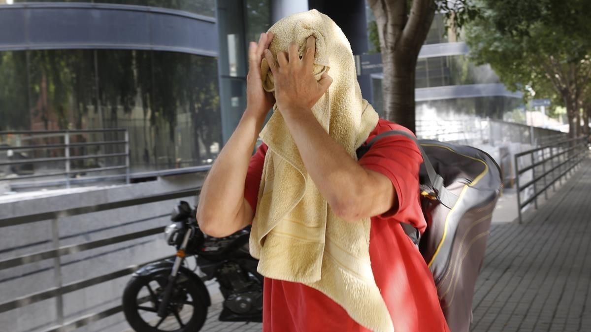 El presunto agresor de la mujer que retiraba lazos amarillos de la Ciutadella, este miércoles.
