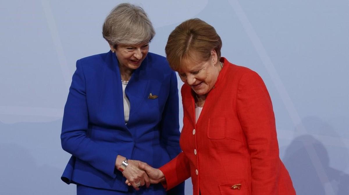 La primera ministra británica, Theresa May, junto a la canciller Angela Merkel.