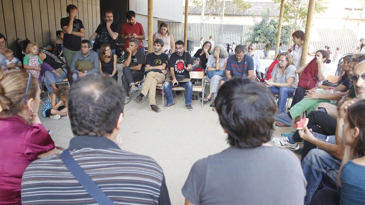 Reunión en la escuela Els Encants de Barcelona.