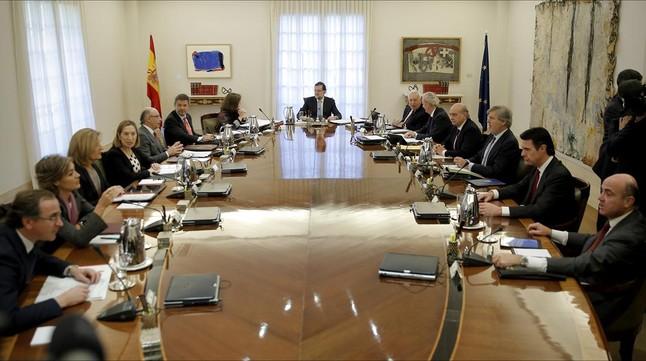 Reunión extraordinaria del Consejo de Ministros para presentar el recurso contra la declaración independentista ante el Tribunal Constitucional.