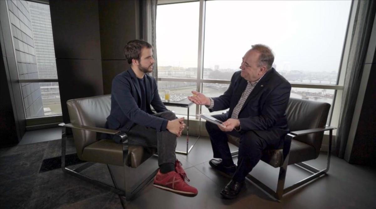 Ricard Ustrell conversa con Alex Salmond, en Quatre gats (TV-3).