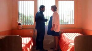 Los consellers Homrani y Vergès, durante su visita al centro de salud mental.