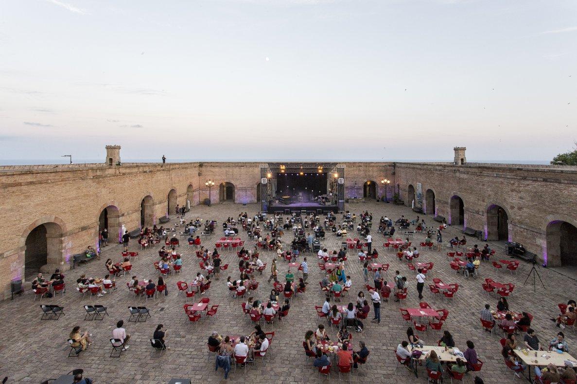 Aspecto del patio del Castell de Montjuïc durante estos conciertos.