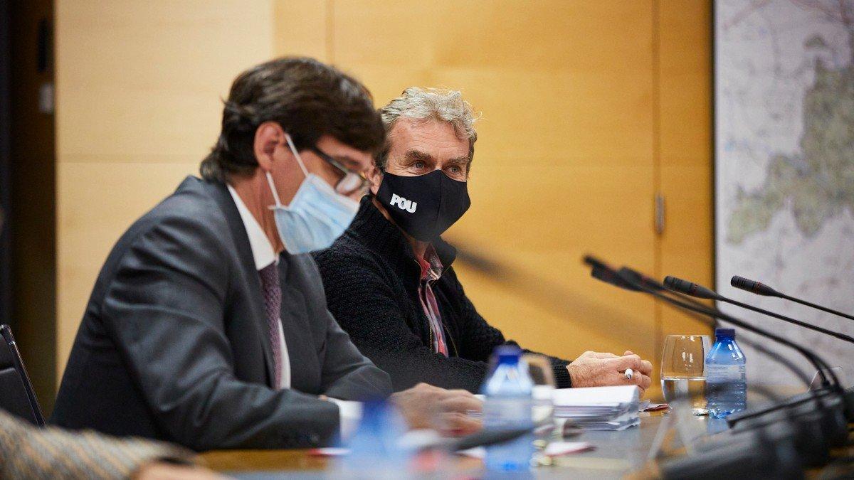 Salvador Illa, ministro de Sanidad, y Fernando Simón, director del Centro de Coordinación de Emergencias de Sanidad.