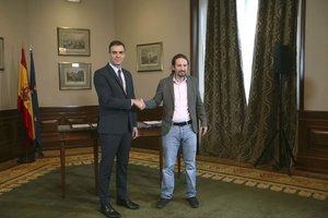 Sánchez e Iglesias, antes de la firma del preacuerdo de Gobierno de coalición.