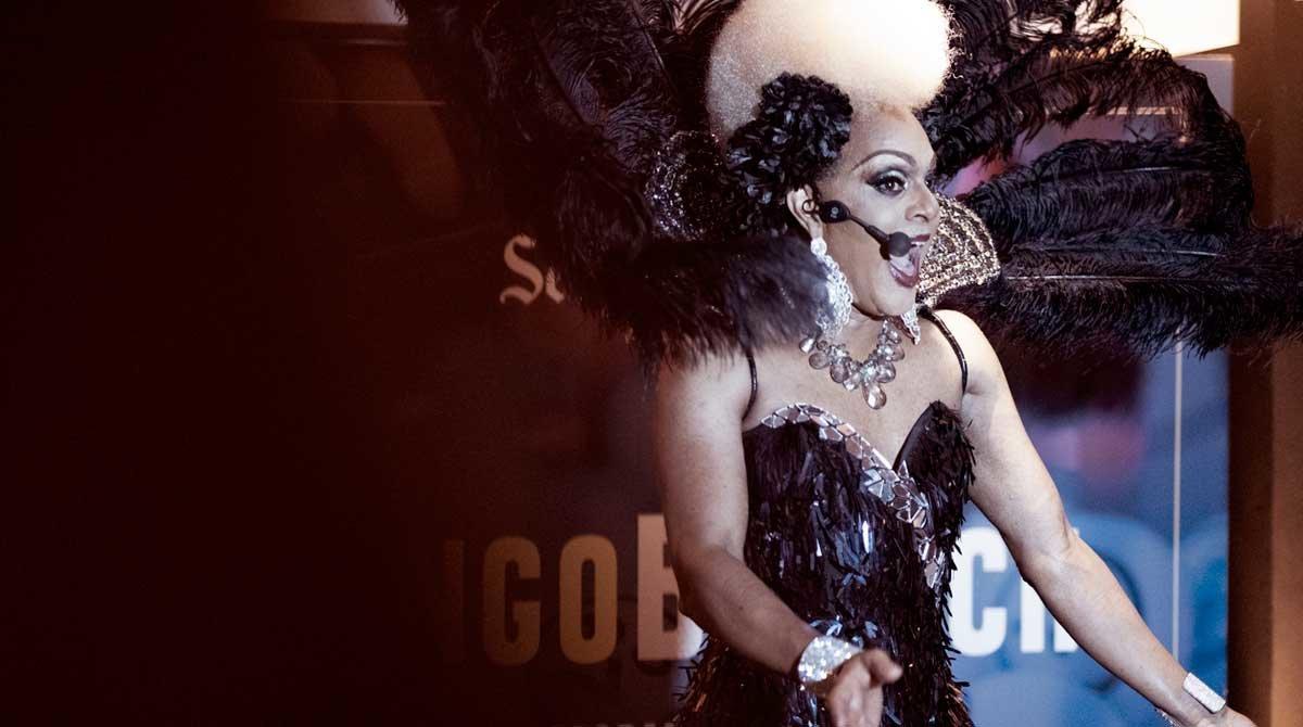 La 'drag queen' treu les boles