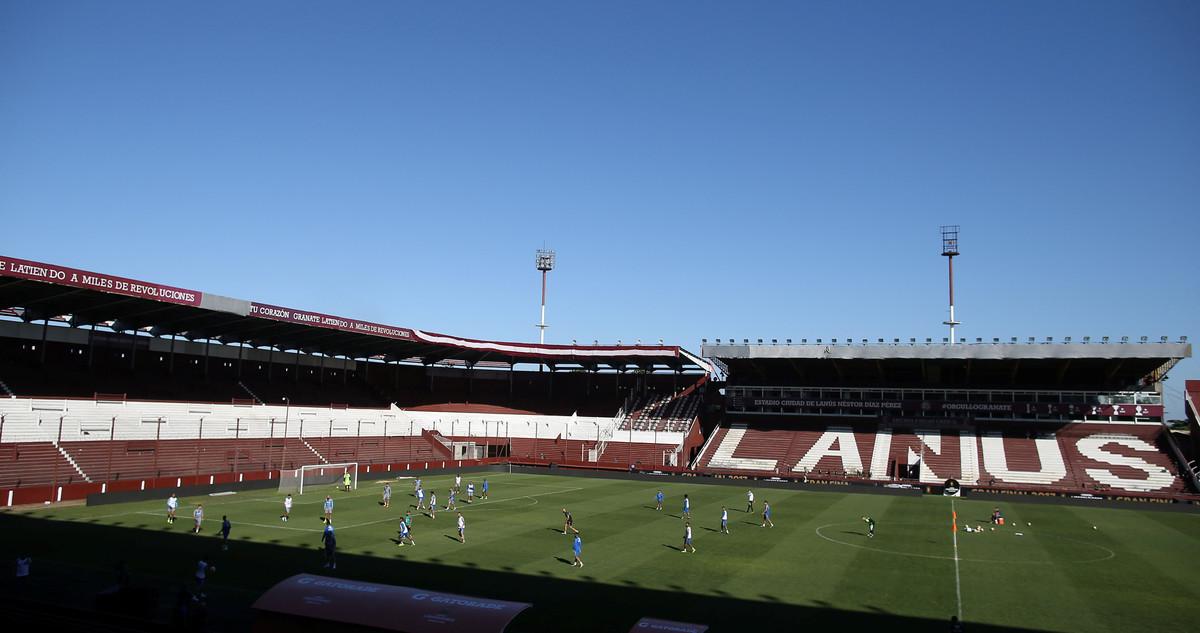 Los jugadores del Gremio entrenando en el estadio del Lanús, en la provincia de Buenos Aires.