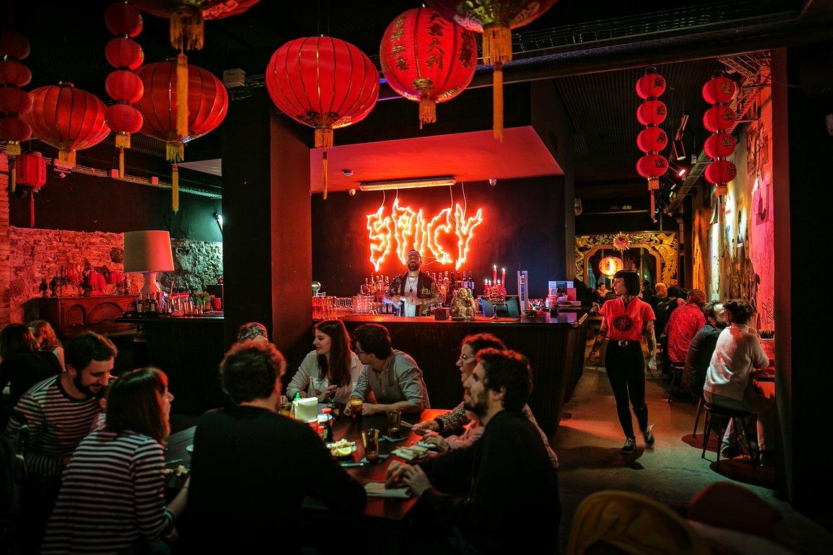 Spicy: una taberna futurista con precios para 'millenials'.