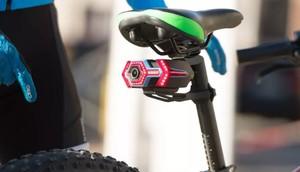 Una càmera per a bicicletes converteix el mòbil en un retrovisor