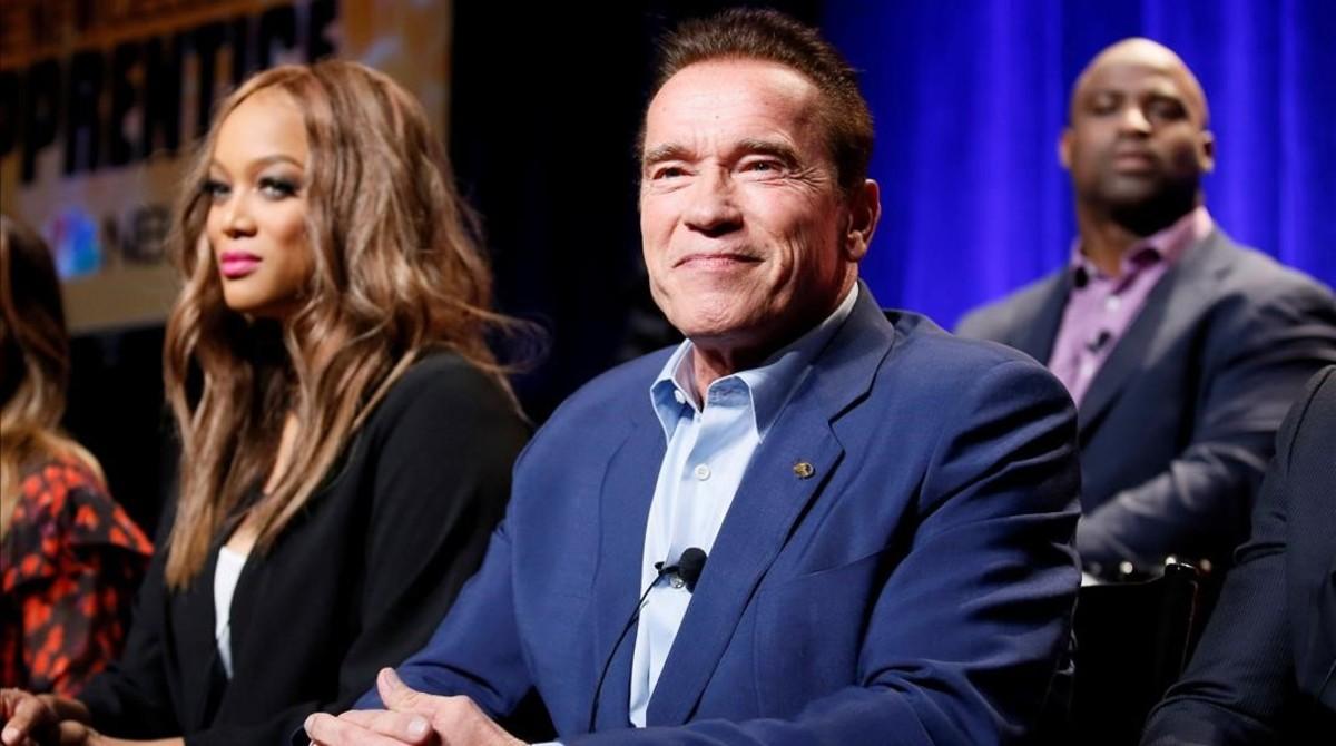 Arnold Schwarzenegger, junto a Tyra Banks, en la presentación del programa 'The Celebrity Apprentice'.