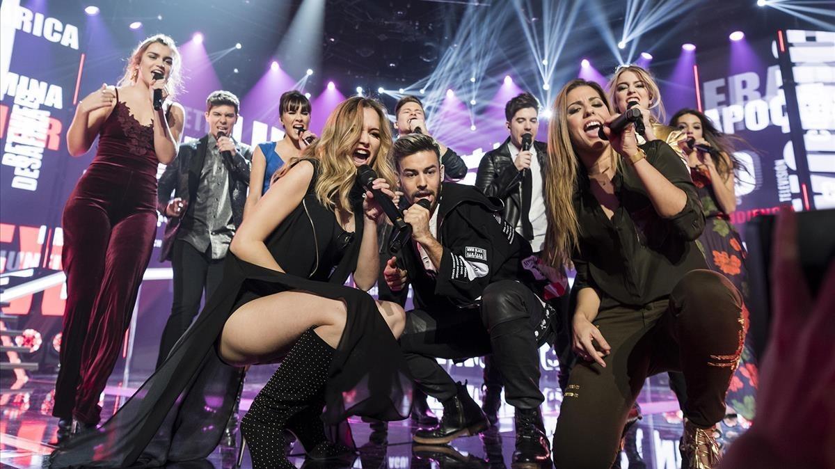 Varios concursantes de Operación Triunfo, durante una de sus actuaciones en el programa de TVE-1.