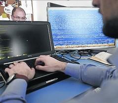 Trabajadores de seguridad informática.