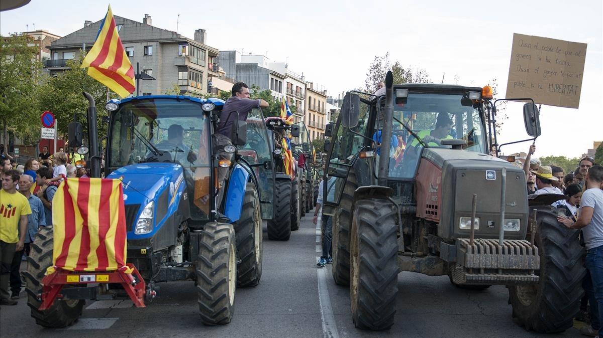 Tractorada en la Plaça Catalunya de Girona.