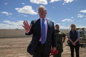 Trump condenó el aumento colosal en la llegada de indocumentados a la zona limítrofe.