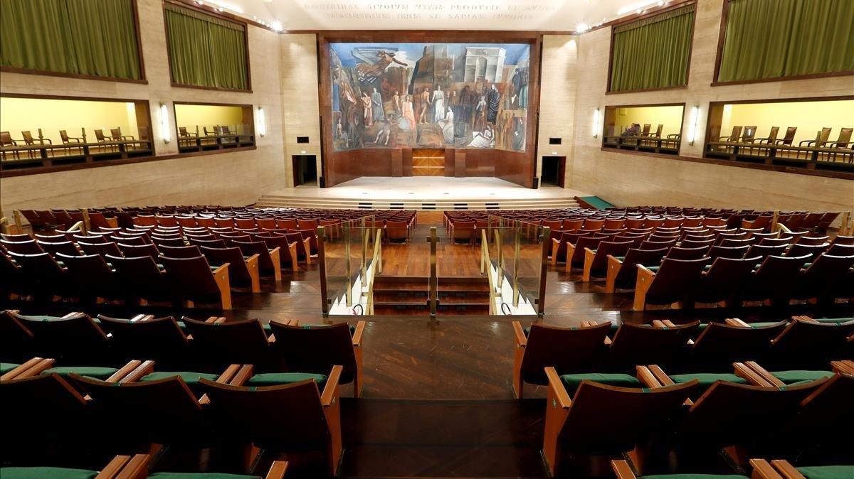 Vacío absoluto en el Aula Magna dela Universidad La Sapienza, en Roma,después del decreto del Gobierno italiano de cerrar todos los centros de estudios.