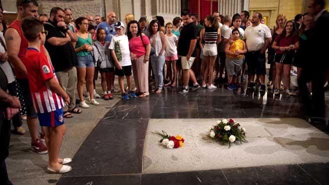«Des que l'amic Pedro Sánchez ens fa propaganda, el Valle de los Caídos s'omple»