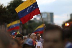 Las personas en Venezuela protestas por la crisis en la que se encuentra.