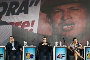 Adán Chávez, hermano de Hugo Chávez, junto con Jorge Arreaza dicen que defenderán con las armas a Venezuela. FotoFederico PARRAAFP