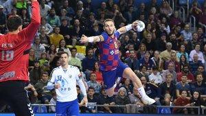 Víctor Tomàs se dispone a lanzar a puerta contra el Zagreb.
