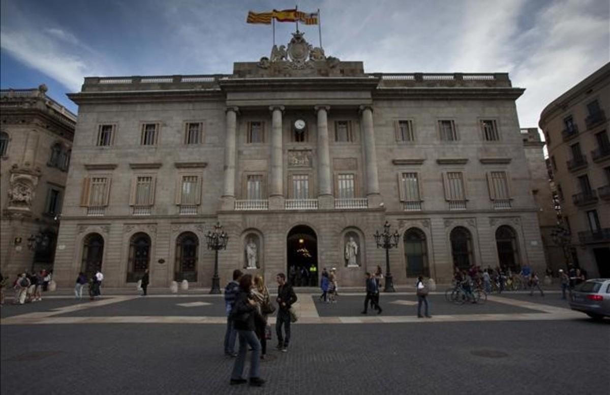 Fachada del Ayuntamiento de Barcelona, en la plaza Sant Jaume.