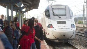 Llegada de un Euromed a la estación de l'Aldea.