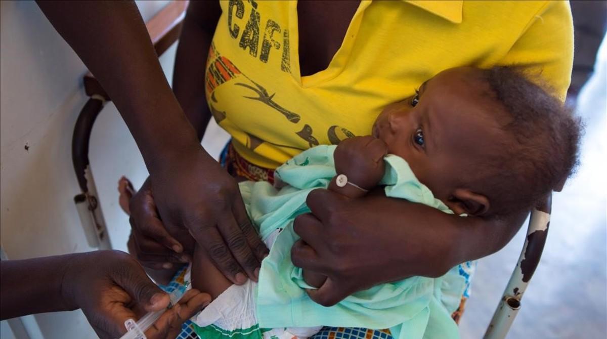 Vacunes a l'Àfrica: així es lluita contra els 'assassins de nens'