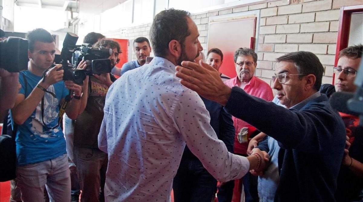 Aficionados del Girona despiden a Pablo Machín en Montilivi.