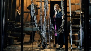 Anja Kampe(en primer plano), como Sieglinde, y Catherine Foster(al fondo)como Brünnhilde, en 'La Valquiria', dirigida por Plácido Domingo, en el Festival de Bayreuth.