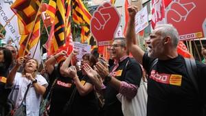 Generalitat i sindicats tanquen la pujada de sou pendent del 0,2% per als funcionaris