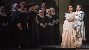 La soprano Pretty Yende (Elvira) y el tenor Javier Camarena (Lord Arturo Talbo), durante la opera Ipuritani, de Bellini, en el Liceu.