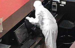 Limpieza de la sala de espera del Eixample tras la detección del caso de sarna.