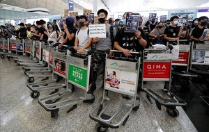 L'aeroport de Hong Kong suspèn de nou els vols per les protestes