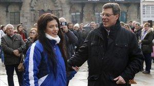 El padre y la hermana de Diana Quer, en el homenaje que ha tenido lugar en Santiago de Compostela.
