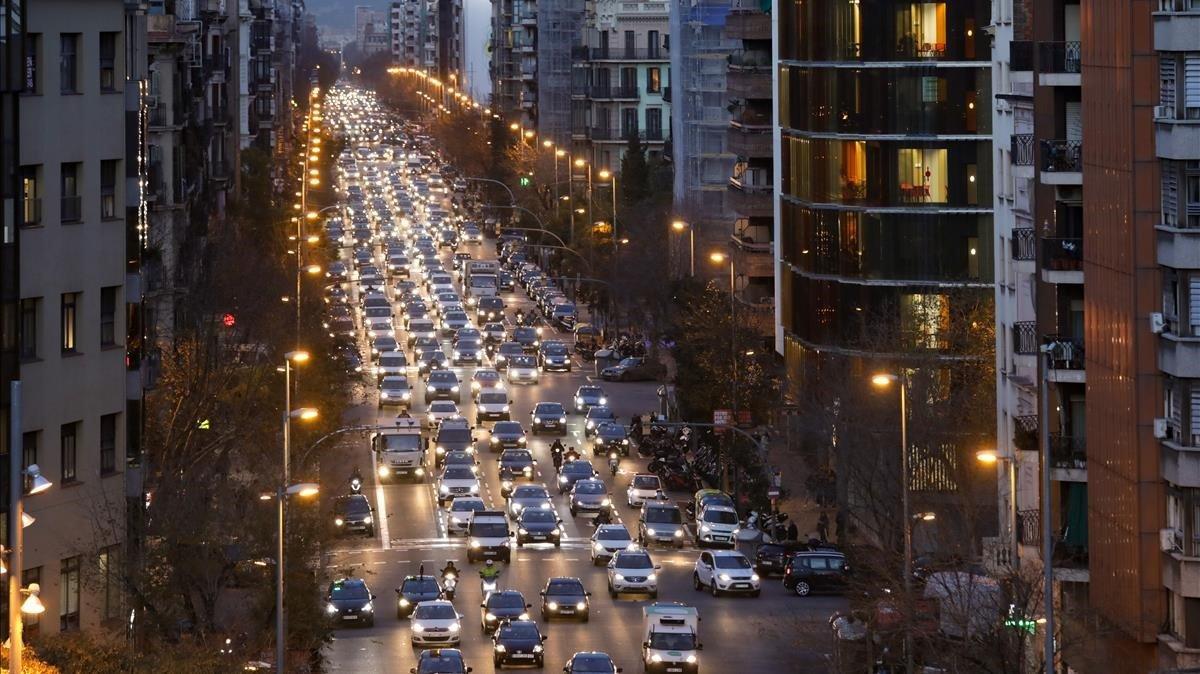 Colau anuncia que BCN tallarà Via Laietana i Aragó al trànsit el primer cap de setmana de cada mes