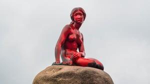 zentauroepp38672177 refile correcting byline the little mermaid statue is see170530140952