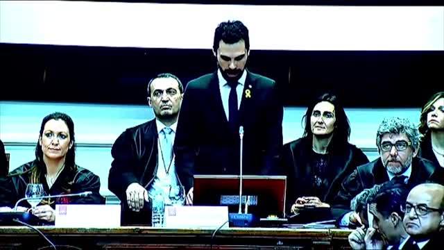Momento en que la cúpula judicial catalana planta a Torrent en el Col·legi de lAdvocacia de Barcelona