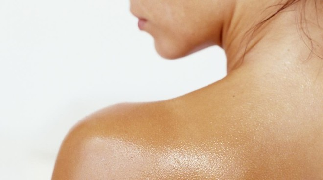 amadridejos16578128 ideas sudor woman s wet back close up 20 24 years 20s adul180316141639