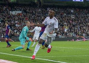 El madridista Vinicius celebra su gol ante el Barcelona.