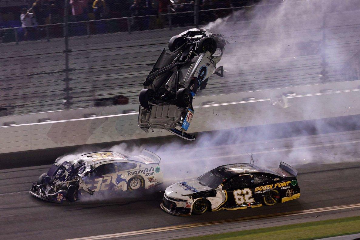 Momento en el que el vehículo de Newman salta por los aires.