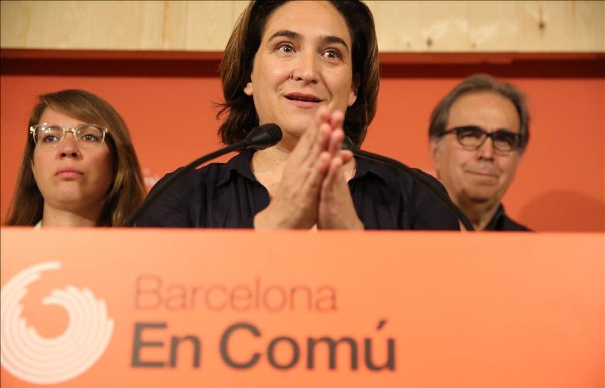 Ada Colau, durante la rueda de prensa en la que presentó la consulta interna, este jueves.