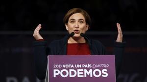 Ada Colau interviene en el mitin de Podemos en la Caja Mágica de Madrid.