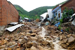 Los equipos de rescate se han movilizado para rescatar a víctimas y desaparecidos y evacuar a las personas que tuvieron que abandonar sus casas.