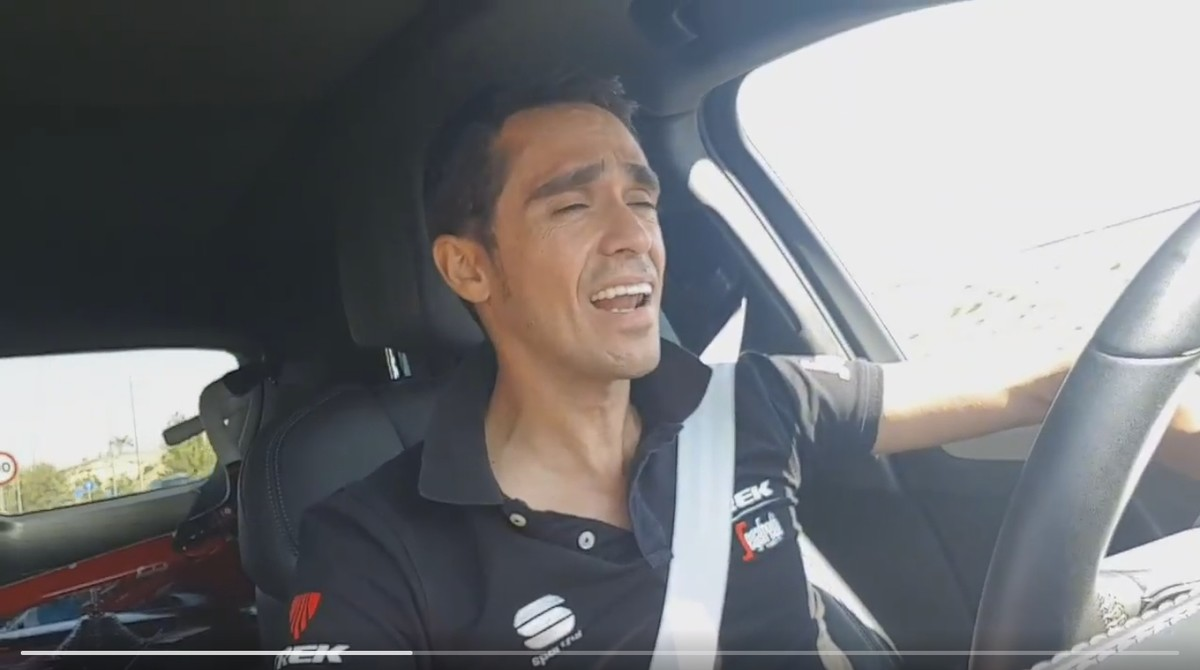 Alberto Contador, cantando flamenco al volante.
