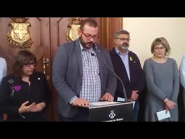 El alcalde de Mataró, David Bote, lee el comunicado de condena del Ayuntamiento ante el nuevo caso de violencia de género sucedido en la capital del Maresme el domingo día 3.