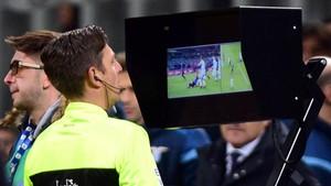 Pruebas de vídeoarbitraje en un partido del Inter de Milán y la Lazio.