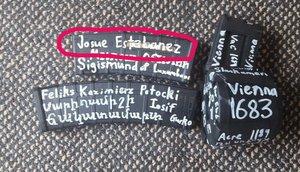 El arma del terrorista de Nueva Zelanda en la que aparecen varios nombres, entre ellos el de un español.