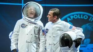 David Olivatres (izquierda) y Queco Novell en una escena de Astronautes. Houston tenim un cadàver!